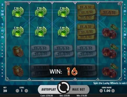 Комбинации символов на линии в игровом автомате Fruit Spin